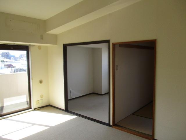 ダイニングキッチンに面して並んだ洋室(2)と和室(解体前)
