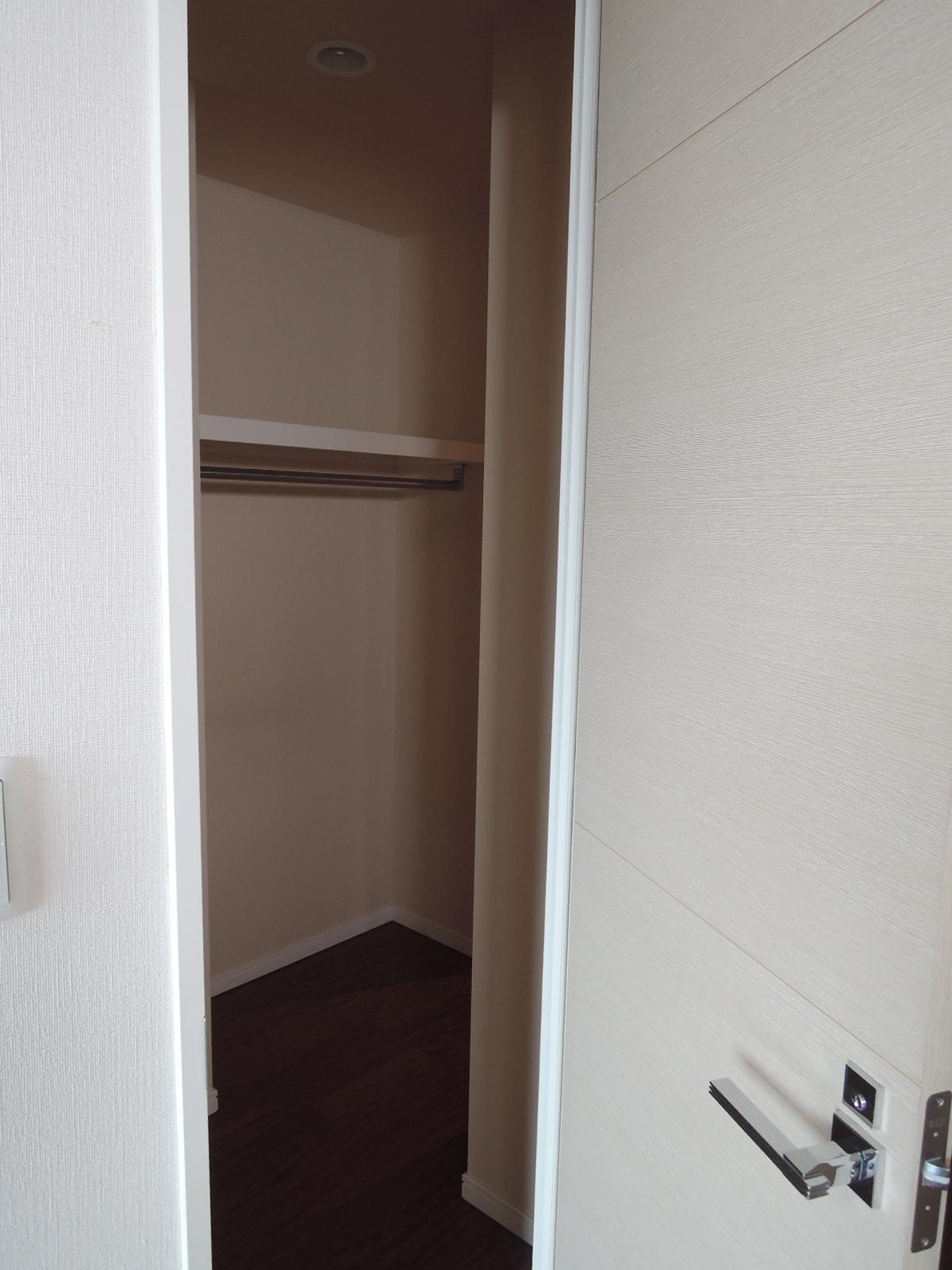 奥の洋室(約11.4帖)側にも扉があります