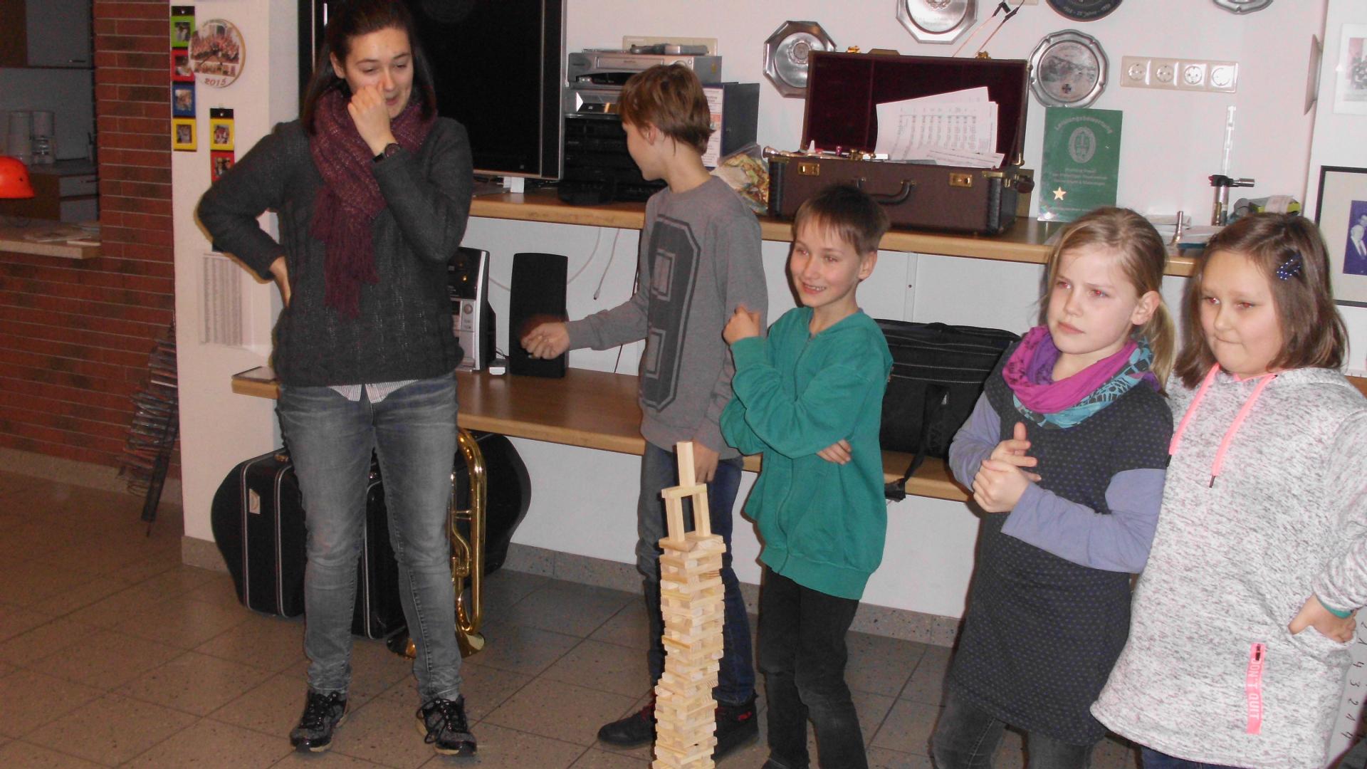 Unsere junge Truppe baute den schiefen Turm von Pisa nach