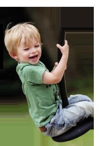 Kind auf Seilbahn