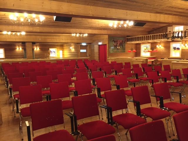 Theaterbestuhlung mit 100 Sitzplätzen