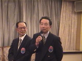 「ツートップ」名誉会長の寺田氏(右)