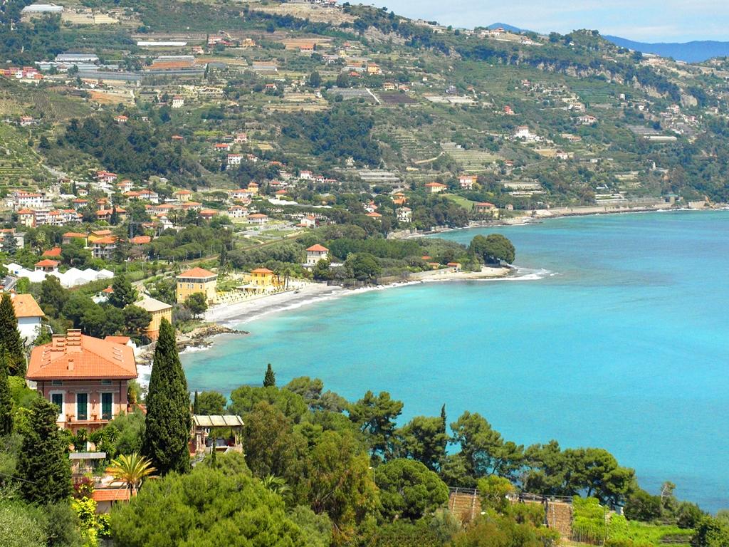 Die Küste kurz nach San Remo in Richtung Frankreich