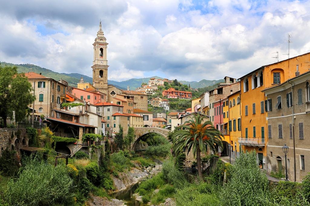 Dolcedo - bunte Häuser und eine Olivenmühle