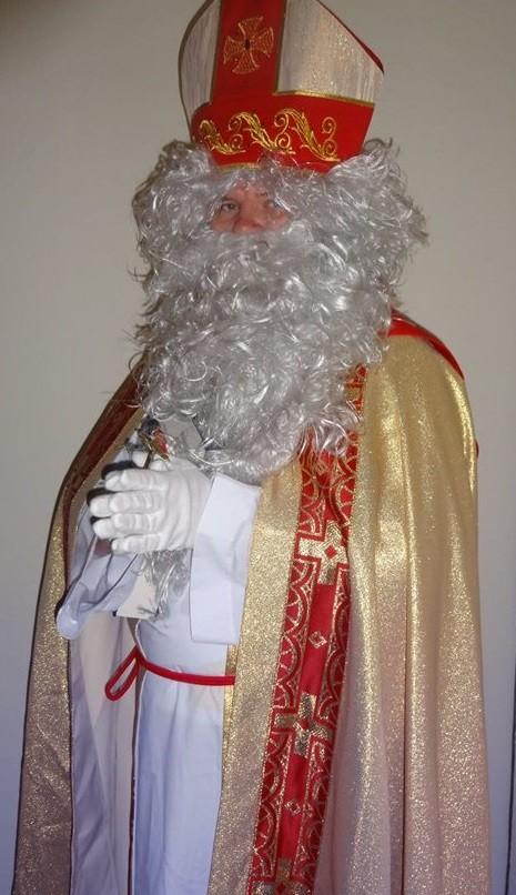 Nikolaus ist ein lieber und frommer Mann. Gerne segnet er jedes Kind.