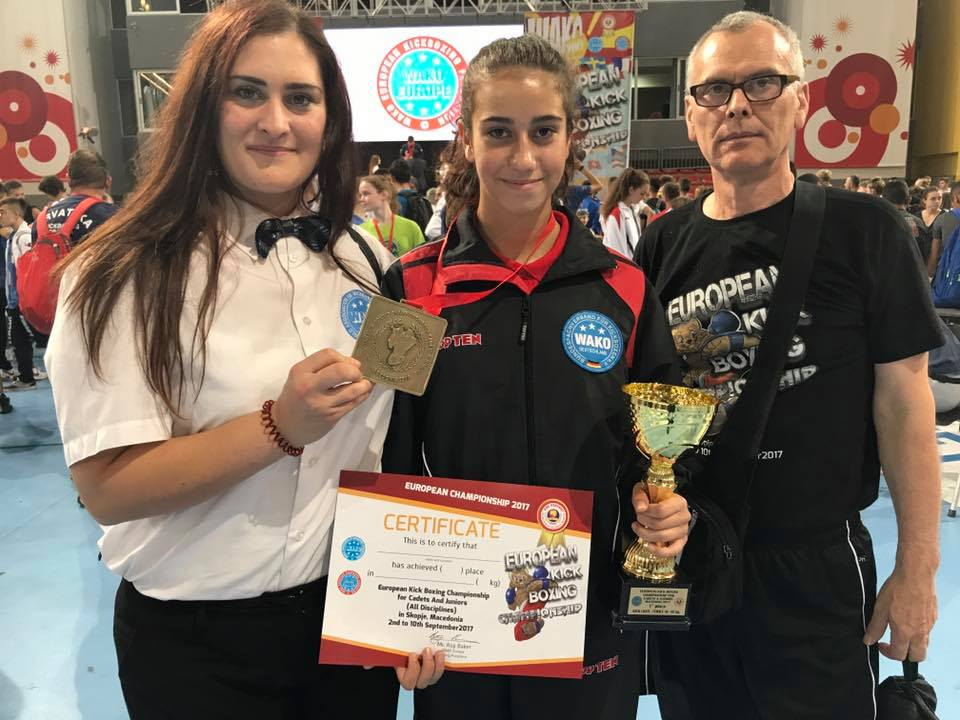 Eine stolze Europameisterin und ihr Trainer