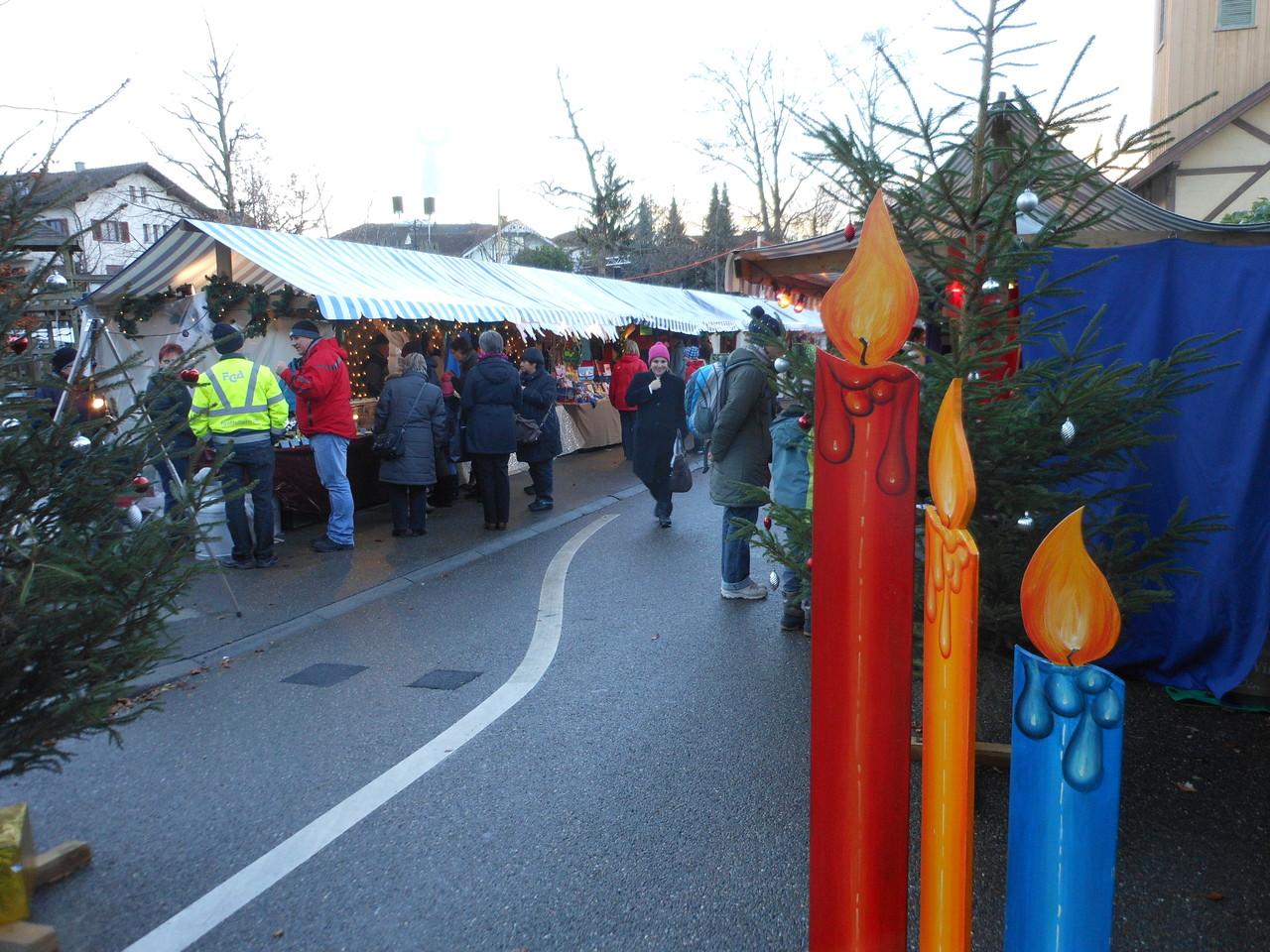 Der Weihnachtsmarkt in Hochdorf ist klein, aber fein: Viel Handwerk ist hier zu sehen.