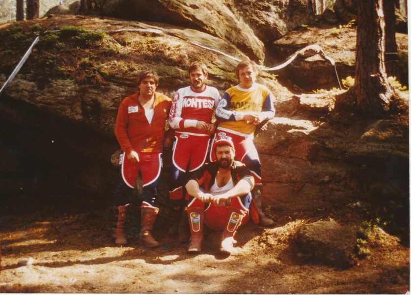 """1992 vor der """"unfahrbaren Stufe"""" bei der Trial-WM in Heinrichs: Herbert und Adi Adamec, Wolfgang Wally, Wolfgang Malaschitz"""