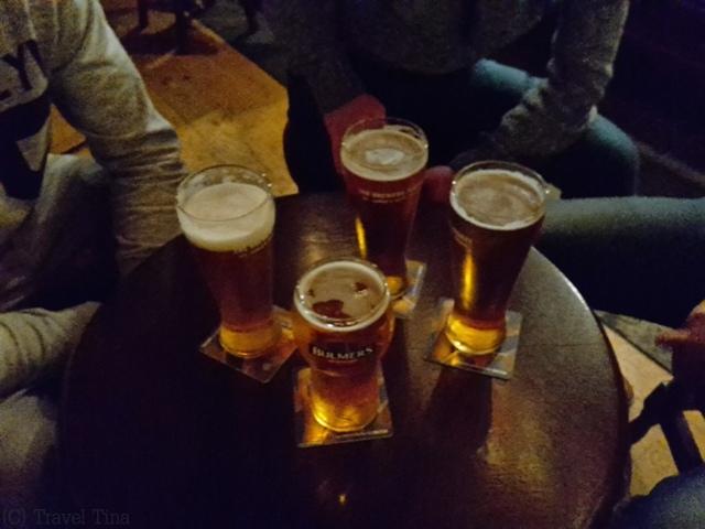 Nirgends schmeckt Cider so gut wir im echten Irish Pub - der Blick auf die Half-Penny-Bridge wurde aufs Pint draufgeschlagen.