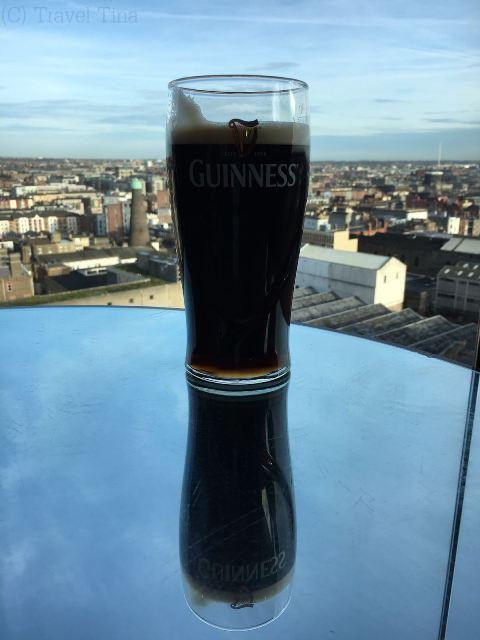 Guiness mit Ausblick - über den Dächern Dublins in der Gravity Bar.