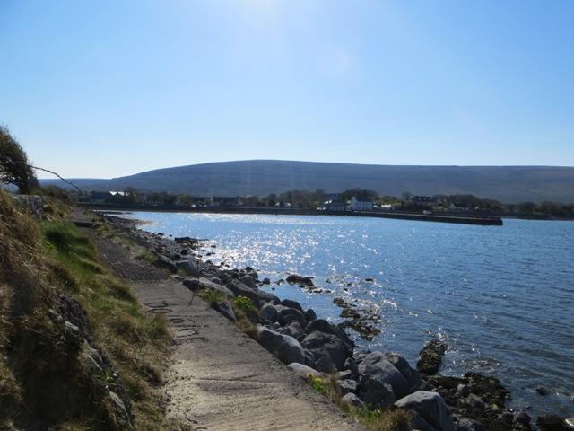 Blick auf den Pier und das Dorf.