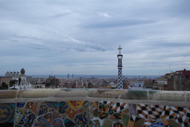 Beliebt: die bunte Mosaik-Mauer, ab hier muss Eintritt bezahlt werden.