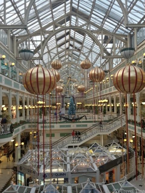 Im viktorianischen Shoppingcenter an der Grafton Street ist alles auf Weihnachten ausgerichtet.