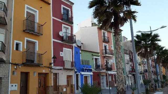 Bunte Häuser in Villajoyosa/ Spanien.