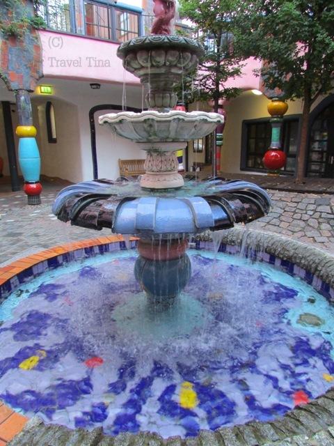 Brunnen im großen Innenhof.