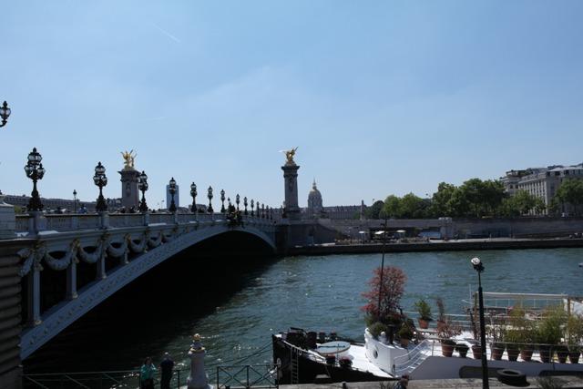 Eine der vielen schönen Brücken über die Seine.