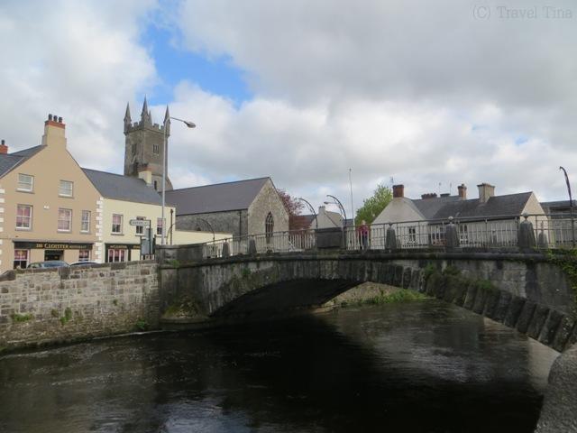 Spaziergang durch Ennis entlang am River Fergus.