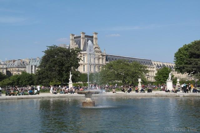 Kurze Verschnaupause in den Gärten vorm Louvre.