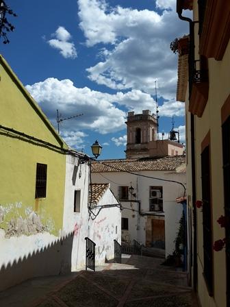 Auf dem Weg zur Burg geht es durch die schmalen Straßen der Altstadt.