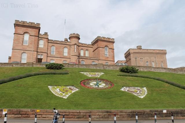 Inverness Castle ist heute das Polizeirevier.