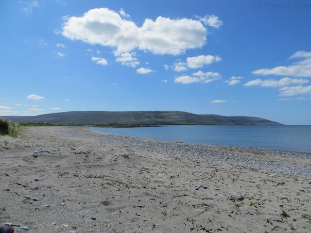 Der Strand ist vom Dorfzentrum etwa 4km entfernt.
