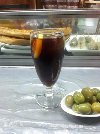 Der alkoholische Drink mit Vermouth - natürlich mit Tapas.