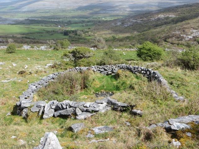 Mystische Steinkreise mit Blick auf das Tal.