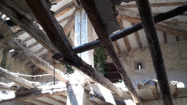 Die eingestürzte Decke über dem Landrover.