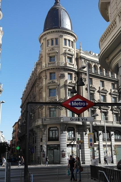 Die Gran Via ist Madrds große Shoppingstraße