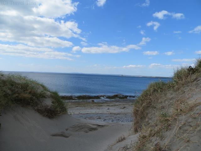 Sandünen mit Blick aufs die irische See.