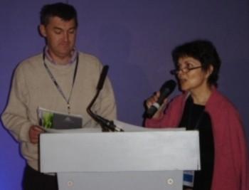 Voici François (du maillon de l'Anjou) et Anne lors de leur présentation du mouvement de la Chaîne des Savoirs en Ecosse