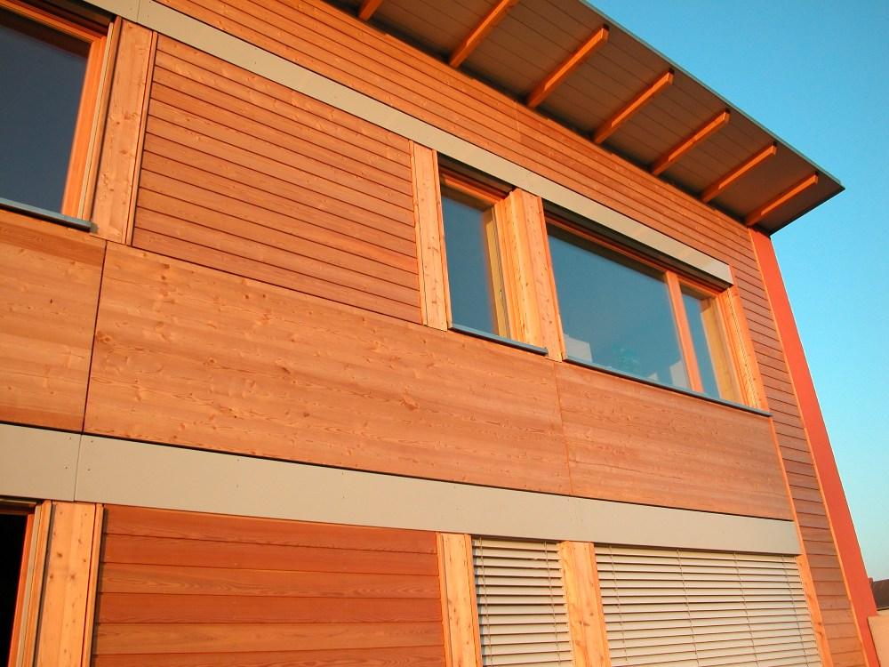 Südfassade in vorgefertigter Holzrahmenbauweise