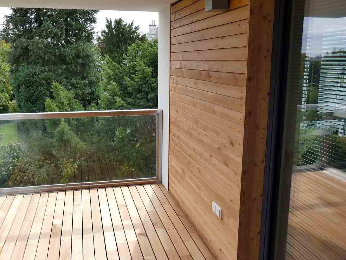 Holzboden- und Wandverkleidung