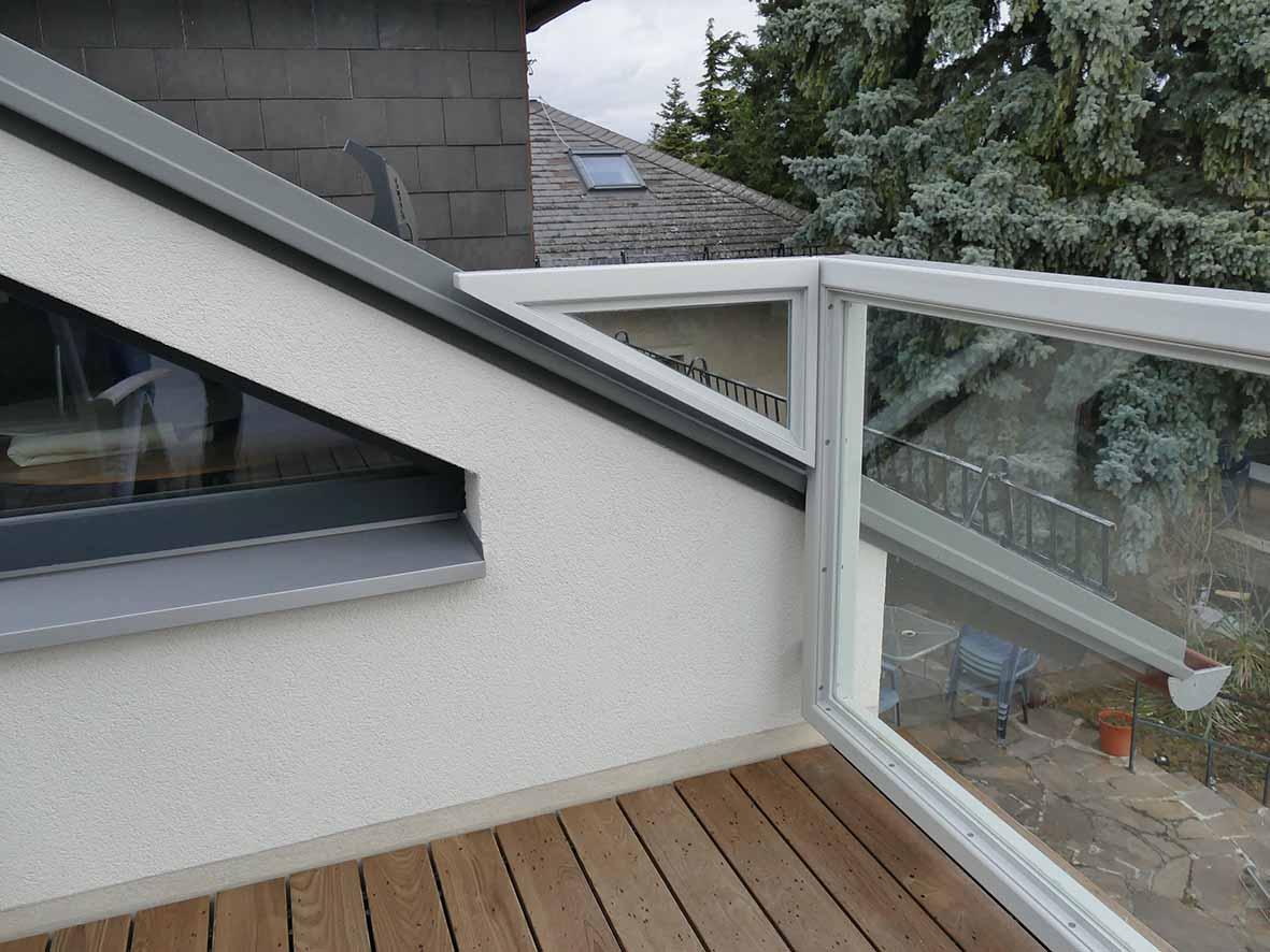Terrasse mit Blick zum Bestand
