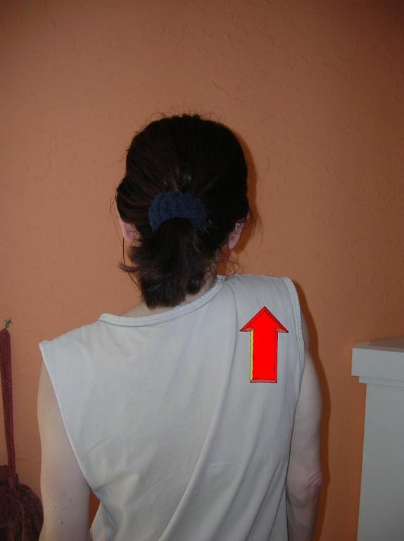 Ziehen Sie die Schulter nach oben