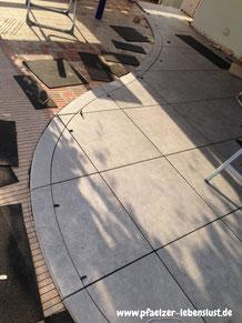 Terrassenplatten_rund_sägen_verlegen_Aschlusskante