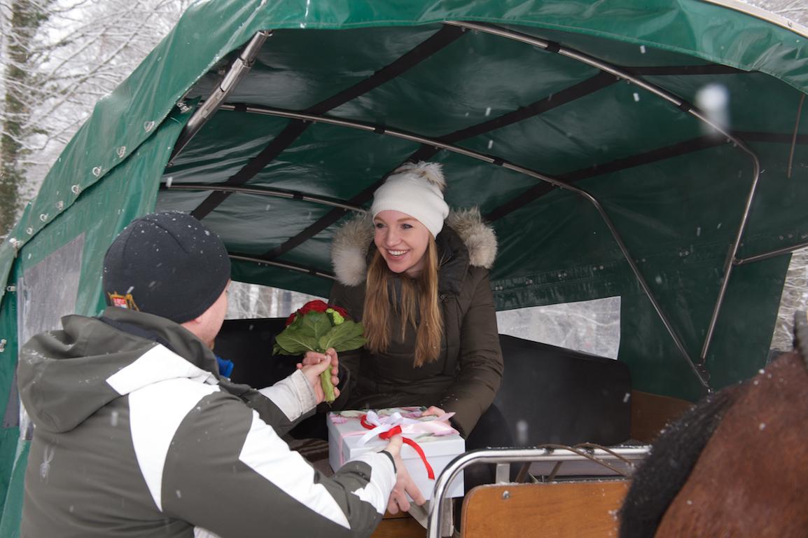 Heiratsantrag im Schloss Neuschwanstein, Rosen für die Braut, Überraschung für die Braut