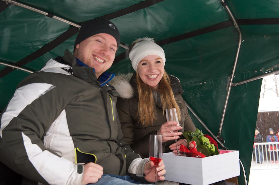 Heiratsantrag im Schloss Neuschwanstein, Rosen für die Braut, Überraschung füt die Braut