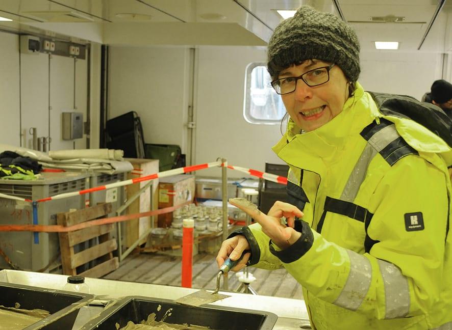 Getting hands dirty! Karen Jeskulke (DZMB Hamburg) is is responsible for on board lab work