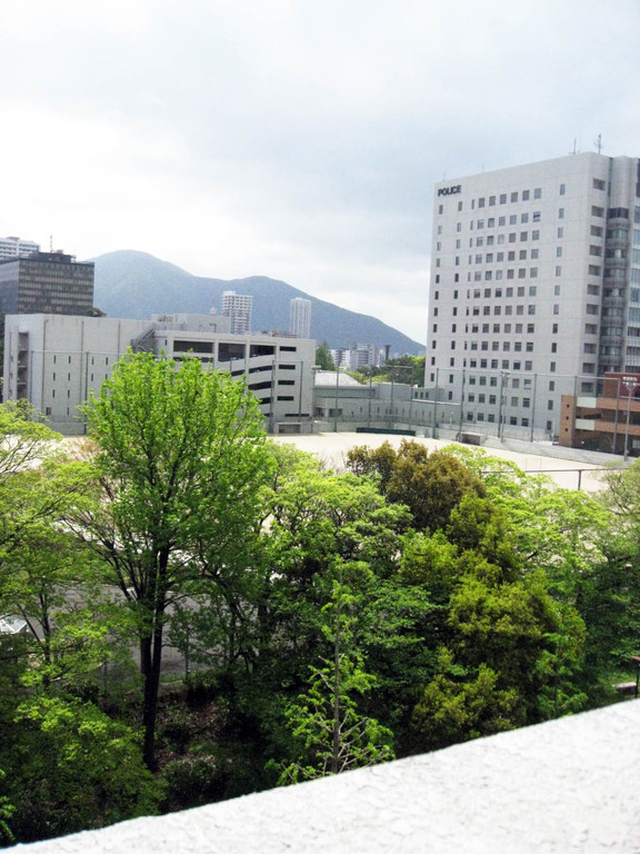 緑あふれる思永中学校から小倉警察署