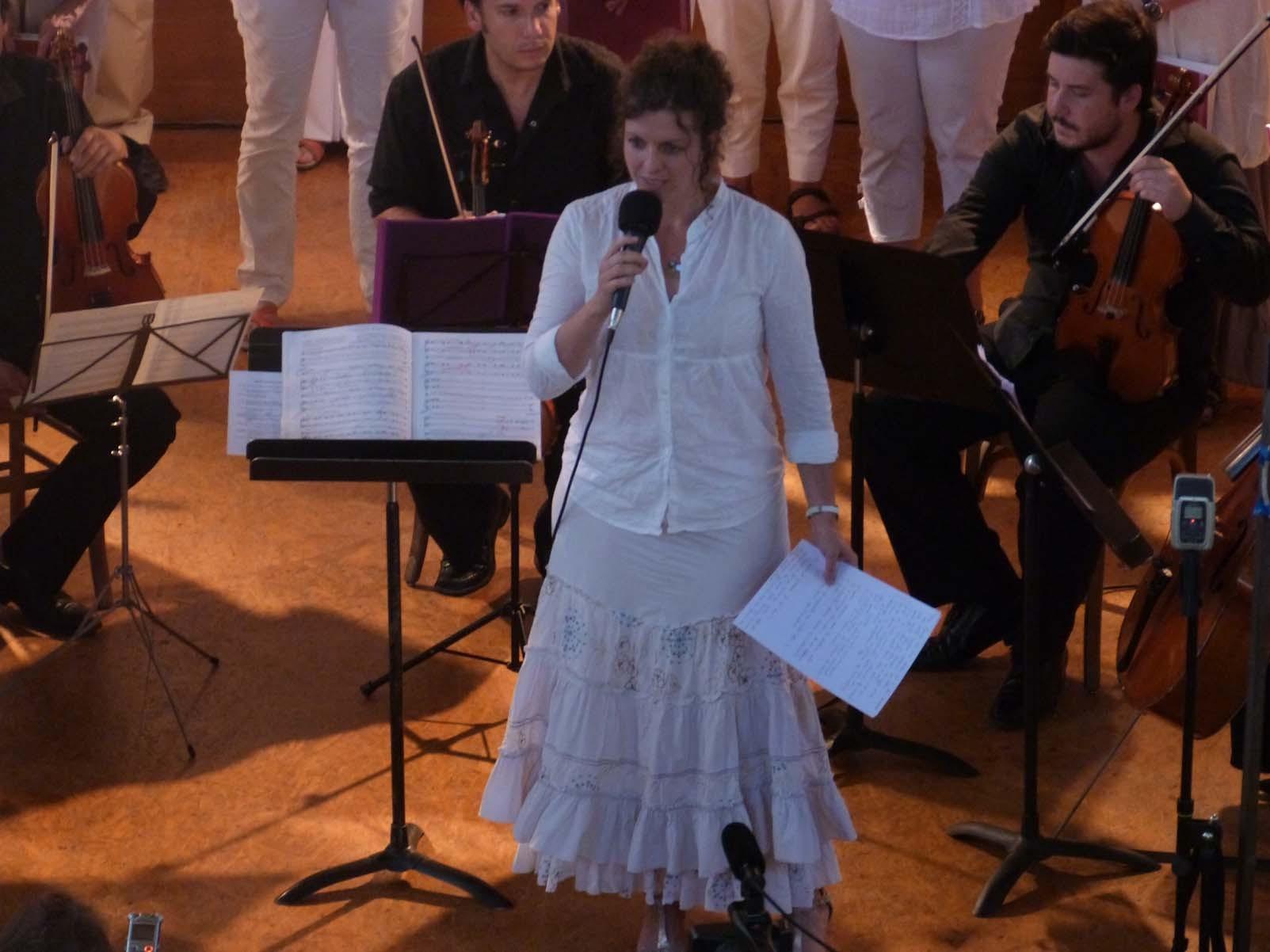 """Karen Kapferer présente """"Flos campi"""" pour chœur de chambre, Alto solo, Harpe, Accordéon, 3 Altos et Violoncelle"""