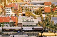 Die Modelleisenbahn des Typs ROKAL TT ist bei Sammlern sehr beliebt. Die Modelle stehen im Mittelpunbkt der ROKAL-Börse am 10. und 11 März im Niederrheinischen Freilichtmuseum. Foto: Horst Siemes