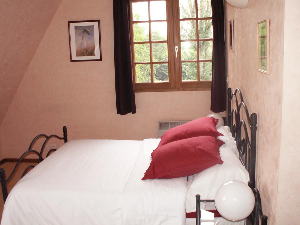 La chambre MONET avec un lit double - Chambre d'hôtes à Reilly