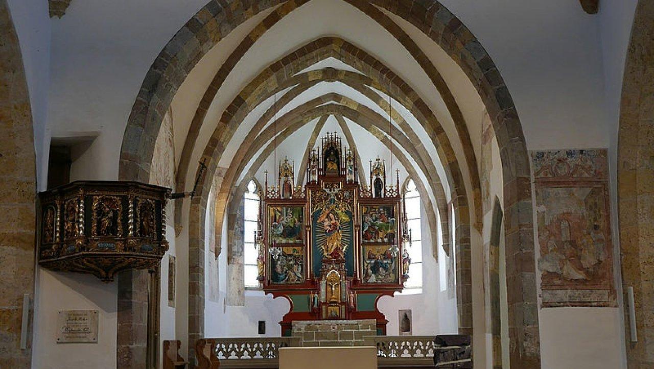 Hochaltar der neu renovierten Pfarrkirche