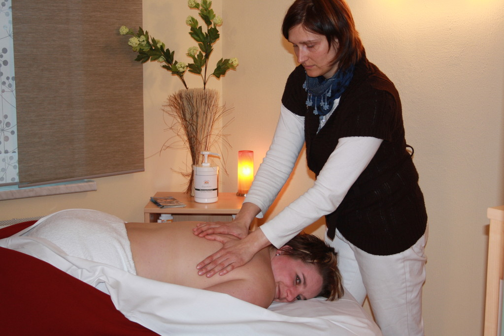 Aromaölmassagen & Reflextherapien