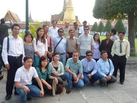 """Bangkok, Feb 2009 cùng các học viên của khóa tập huấn về """"Epidemiology and Surveillance of Zoonotic Transboundary Disease""""  từ 26/1 đến 05/03, 2009."""