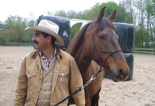 Alfonso Aguilar mit Kassy d'arbre mort
