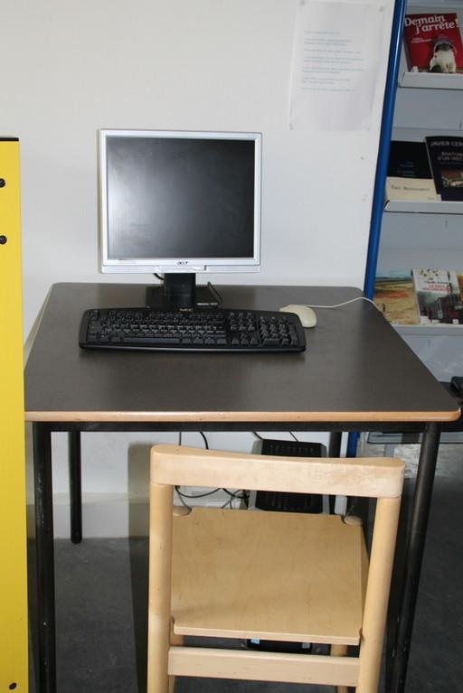 2 ordinateurs sont à votre disposition (avec accès accès à Internet)