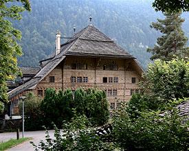 Weitwandern ohne Gepäck in der Westschweiz: Via Alpina von Gstaad nach Montreux