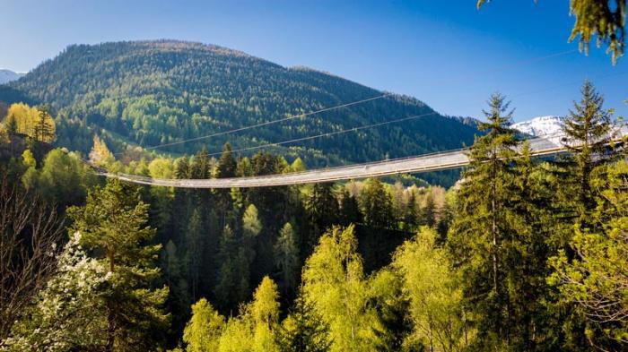 Weitwandern ohne Gepäck im Wallis: 5 Hängebrücken Trail Aletsch Arena Goms